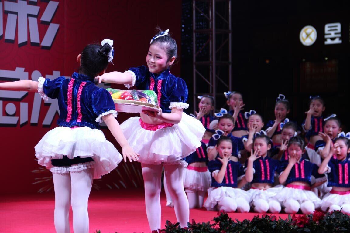 可爱的小朋友舞蹈